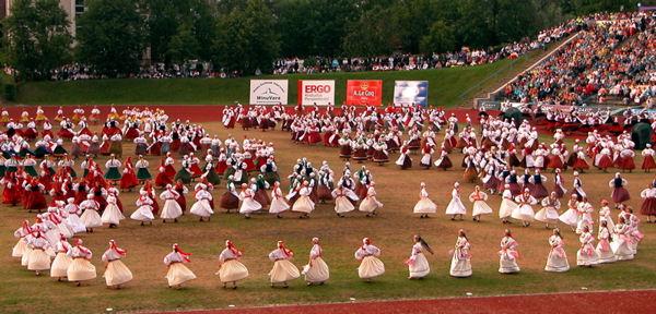 dansul-estonian-al-inelului