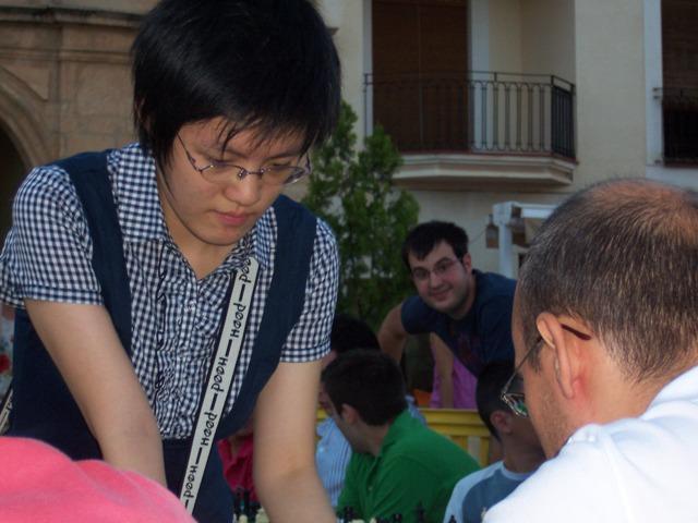 Hou_Yifan_2Simultaneasl Ciudad de Villarrobledo 2009 012