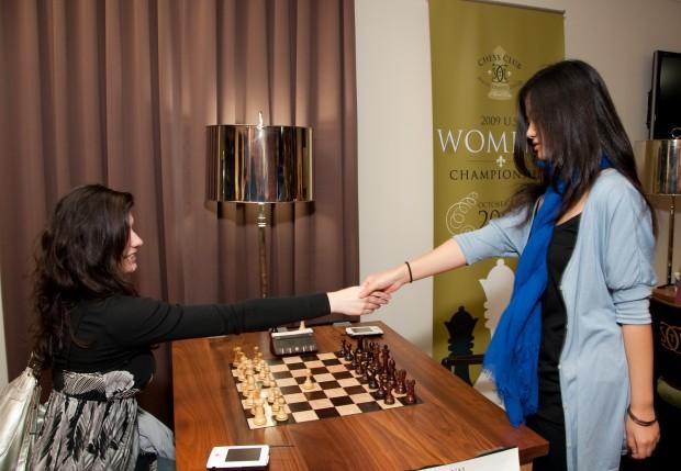 Alisa vs Yun Fan hand shake Round 7 Women's 2009_-18