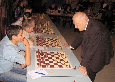 Korchnoy_simultan(Estonia,Narva,4.10.2009)